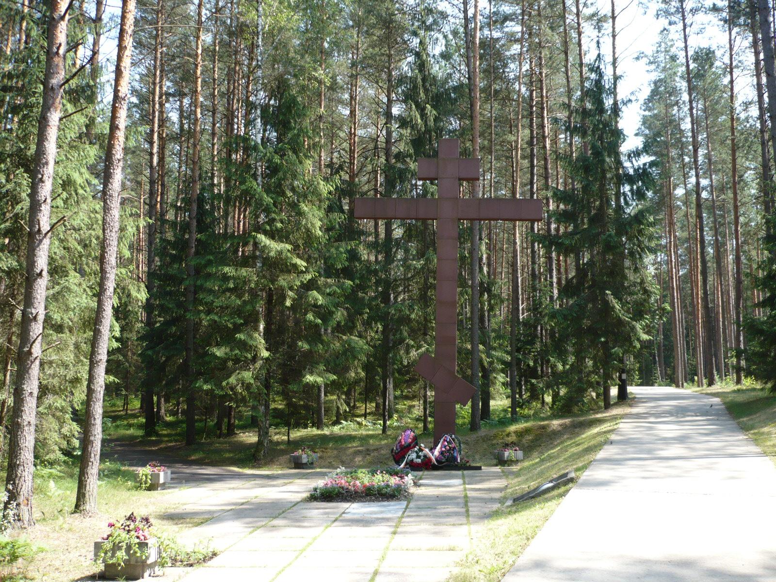 Мемориальный комплекс с крестом Сухиничи Мемориальный комплекс с арками и колонной Коломенская